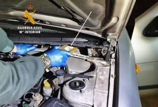 Intervenidos en Calzadilla de los Barros casi nueve kilos de hachís ocultos en dobles fondos de dos vehículos