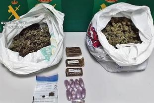 Dos detenidos en la A-66 en Calzadilla de los Barros con medio kilo de cogollos de marihuana en un vehículo