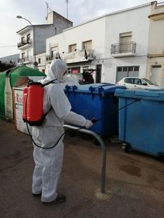 En marcha un servicio especial de limpieza de Los Santos de Maimona, para la prevención del coronavirus