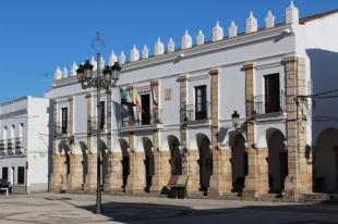 El Ayuntamiento de Fuente del Maestre acordó enajenar varios bienes mediante subasta pública