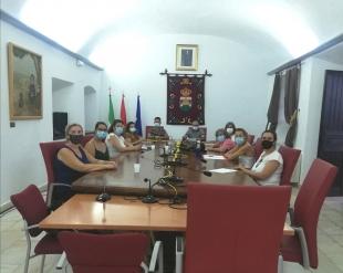 Colegio, AMPA y Ayuntamiento se reúnen en Burguillos del Cerro para el comienzo del curso escolar