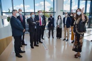 Fernández Vara resalta la apuesta de Deutz en Zafra por la formación y el aprendizaje para la competitividad de Extremadura