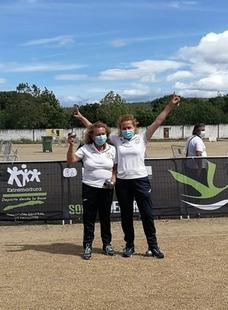 Las burguillanas Miki Díaz y Carmen Álvarez se proclaman campeonas de Extremadura de dupleta de petanca