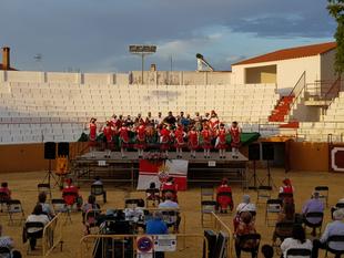 Los bailes regionales de la Universidad Popular Fontanesa pusieron su punto y final al curso 20/21