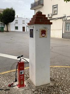 Los Santos de Maimona cuenta ya con una estación de mantenimiento y reparación de bicicletas