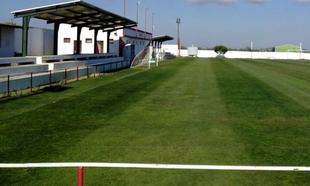 Los dos campos de fútbol de Fuente del Maestre se electrificarán gracias a un convenio con la Diputación