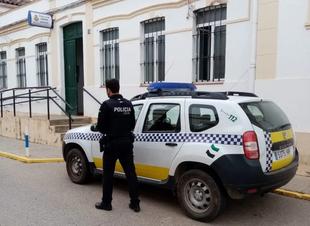 La Policía Local de Los Santos de Maimona inicia una campaña de control y vigilancia de las distracciones al volante