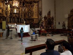 Fátima Merchán presenta la restauración de pies, piernas y manos de la imagen del Jesús Nazareno de Fuente del Maestre