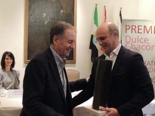 Antonio Soler recibe el XIV Premio de Narrativa Española Dulce Chacón 2019 por su obra `Sur´