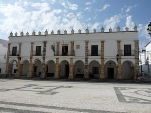 El alcalde de Fuente del Maestre anuncia que el Ayuntamiento cuenta con liquidez para hacer frente a las pólizas de crédito