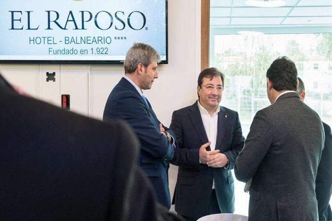 Fernández Vara visita las nuevas instalaciones del Hotel-Balneario El Raposo