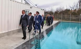 El presidente de la Diputación asegura que iniciativas como el balneario El Raposo sirven para fortalecer el mundo rural