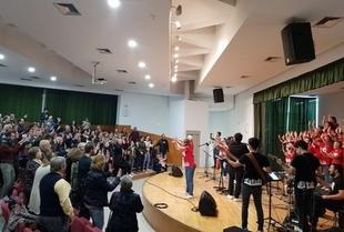 Fuente del Maestre disfrutó de un novedoso y sorprendente concierto a cargo del grupo `Ilusión Góspel´