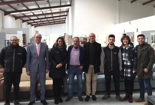 El alcalde de Zafra ha visitado esta mañana la nuevas instalaciones de los Muebles San José