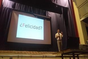 El psicopedagogo fontanés Luis Aretio alerta sobre los peligros de permitir que los niños pasen tanto tiempo frente a las pantallas