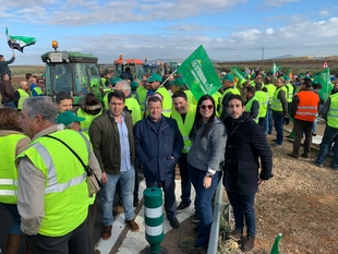 Un importante grupo de agricultores fontaneses acudieron a la manifestación para defender el futuro del campo