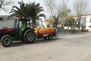 El Alcalde de Fuente del Maestre agradece a los agricultores la desinfección desinteresada de las calles de la localidad