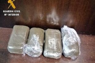 Detenido un vecino de Torrejoncillo (Cáceres) que transportaba oculto en su vehículo 400 gramos de hachís