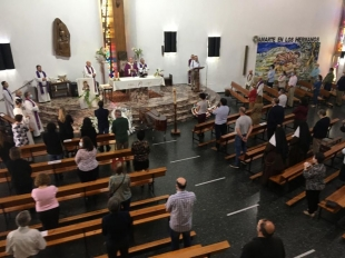 Zafra despide con emoción y aplausos al párroco emérito, Joaquín Macarro Fernández, que falleció ayer