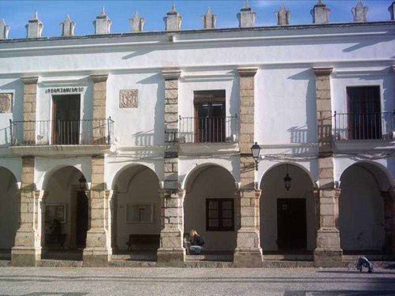 El Ayuntamiento de Fuente del Maestre publica 8 ofertas de empleo para la Universidad Popular