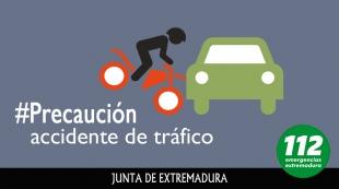 Un joven de 16 años en estado crítico tras la colisión de un coche y una moto en Burguillos del Cerro