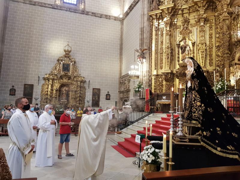 La Cofradía de la Virgen de los Dolores de Fuente del Maestre celebró el 250 aniversario de su refundación