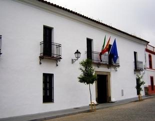 El Ayuntamiento de Burguillos del Cerro informa de un positivo por covid-19 en la localidad