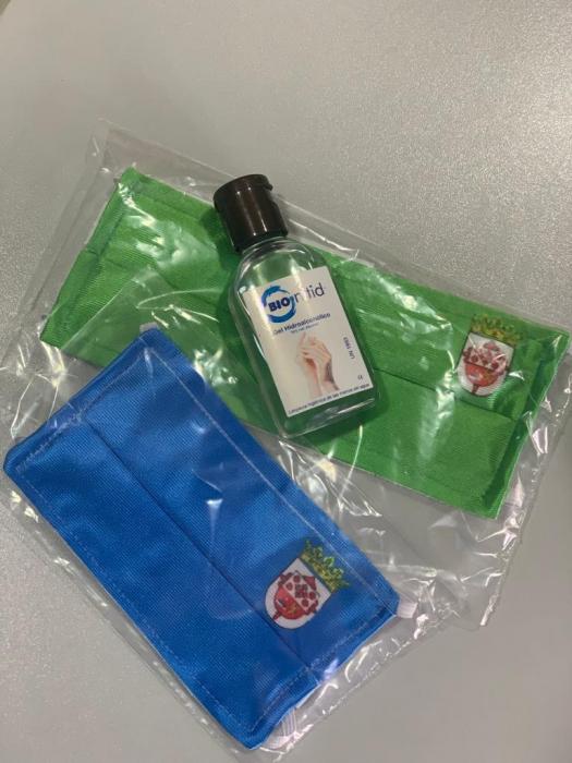 Repartidos kits con mascarillas y geles hidroalcohólicos a todos los escolares de Fuente del Maestre