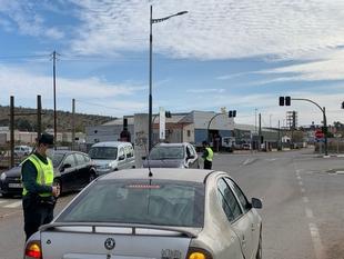 La limitación de entradas y salidas provoca importantes retenciones en Los Santos de Maimona en el primer día de cierre perimetral