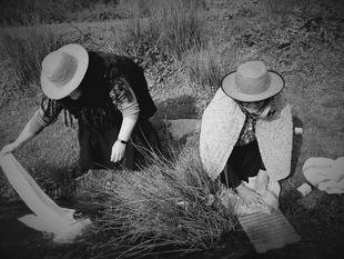 Las vecinas de Valencia del Ventoso vuelven al pasado por un día para homenajear a la mujer rural