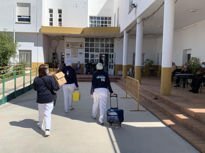 El proceso de vacunación contra el covid en la Residencia de Mayores de Los Santos de Maimona casi completado