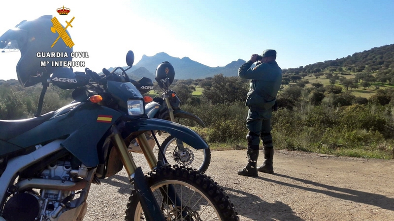 Denunciados 18 conductores de motos y quads que circulaban por espacios forestales protegidos de Fuente del Maestre, Feria, La Lapa y La Parra