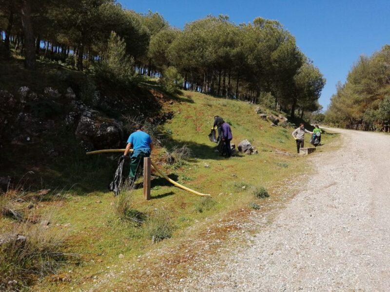 El Ayuntamiento de Los Santos de Maimona hace un llamamiento para mantener limpia la Sierra de San Cristobal