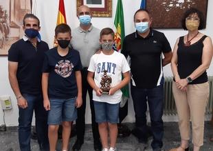 El Ayuntamiento de Zafra recibe a parte del equipo de la Agrupacion de Ajedrez Ruy López, campeones de Extremadura de Primera División