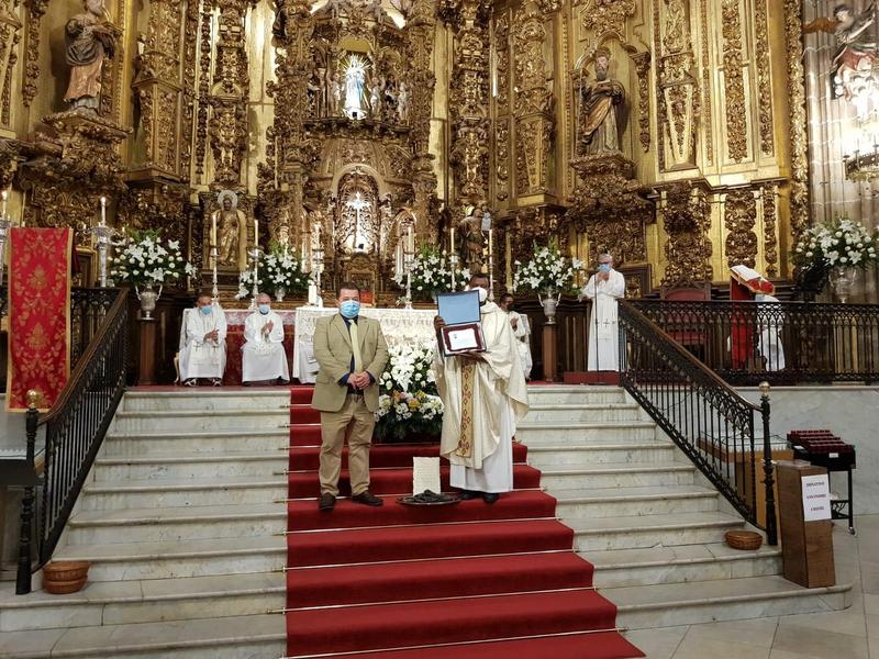 El sacerdote Don Carlos Kabanda se despide de Fuente del Maestre en una misa de Acción de Gracias sencilla y emotiva