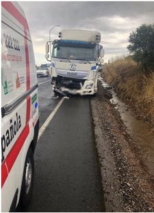 Un fallecido al colisionar un coche y un camión entre Zafra y Puebla de Sancho Pérez