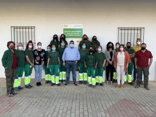15 alumnos se están formando en la EPD `El Piropo Blanco´ de Jardinería en Los Santos de Maimona