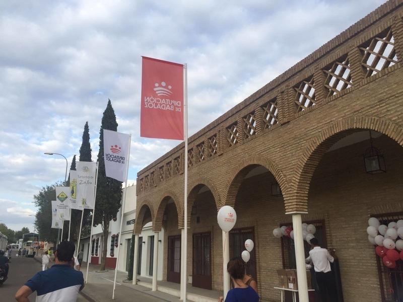 El presidente de la Diputación asistió ayer a la apertura de la Feria Internacional Ganadera de Zafra