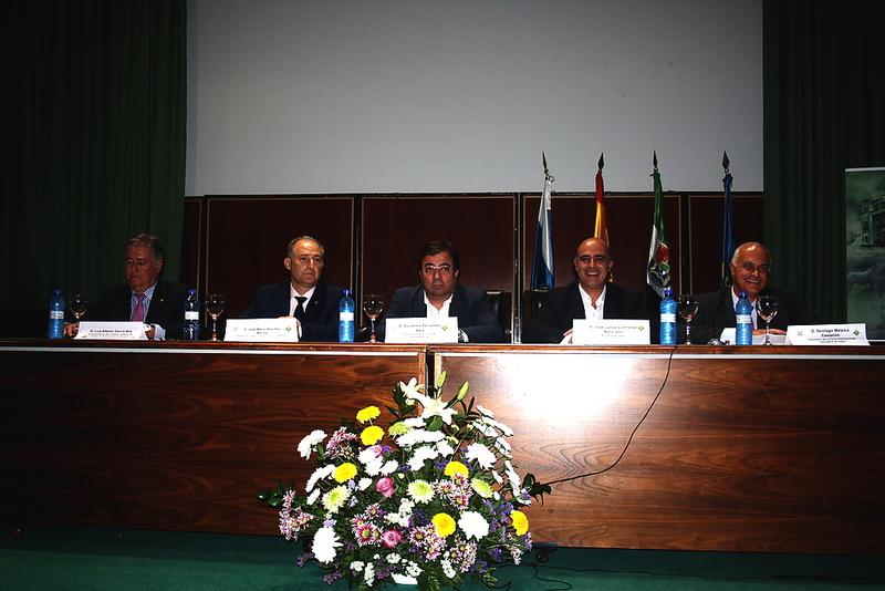 Cerca de 300 personas participan en el XIII Symposium  del Toro de Lidia en Zafra