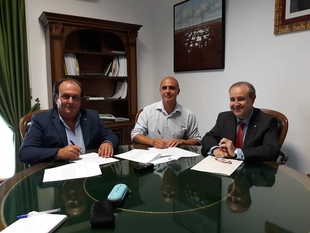 El Ayuntamiento de Zafra y Caja Rural de Extremadura firman un convenio de colaboración destinado a la Feria Internacional Ganadera