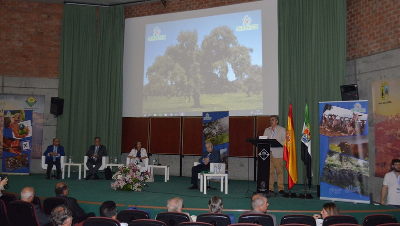 Debaten en Zafra sobre la Norma de Calidad del Ibérico y la resistencia a antibióticos en el II Foro Ganadero de Servetex