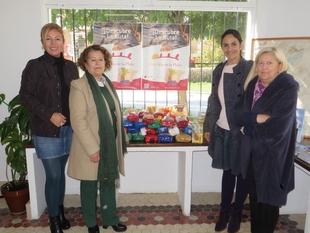 El Ayuntamiento de Zafra entrega a Cáritas 62 kilos de alimentos recaudados en la ruta de la Vía de la Plata