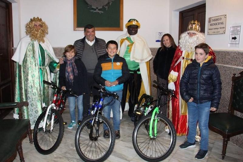 Los Reyes Magos clausuran una brillante navidad en Los Santos de Maimona