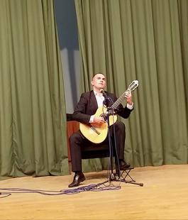 Brillante concierto de guitarra a cargo de Carlos Almoril en Fuente del Maestre